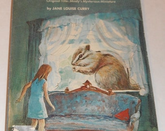 The Mysterious Shrinking House by Jane Louise Curry Vintage Scholastic Book