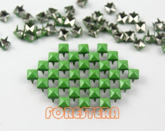 100Pcs 5mm Yellow Green Color PYRAMID Studs (CP-6018-05)
