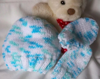 Hand knitted New Born Baby Beanie Hat & Mitts