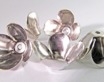 15 Vintage 16mm Silver Plated Metal Flower Components Mt165