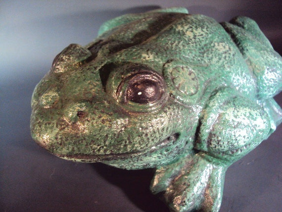 Stone Frog,  Weighs over 9lbs., Do Not Let Frog Jump In You Lap