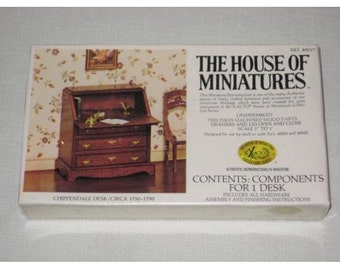 CHIPPENDALE DESK Vintage House of MinIatures Circa 1750-1790 no 40017