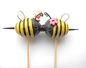Black and Yellow Kissing Bees wedding cake topper for your Summer wedding