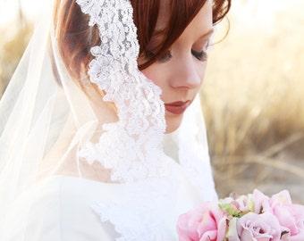 Spanish Veil, Ivory Mantilla Veil, Chapel Mantilla veil, CHAPEL length veil to metal comb. White or Ivory Mantilla Veil with lace border.