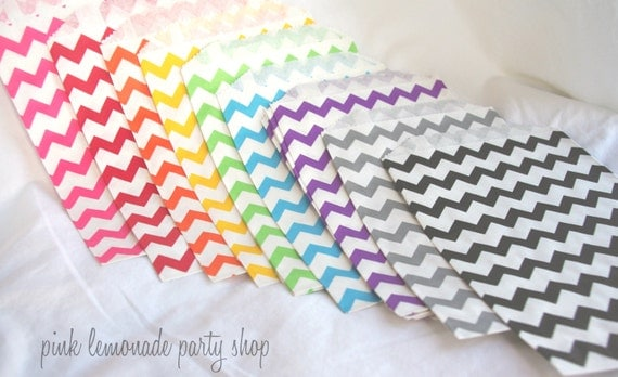 27RaiNBoW PaCK MeDiUM CHeVRoN PaTTerN PaPER BAGs---party favors--gifts---weddings--showers--27ct