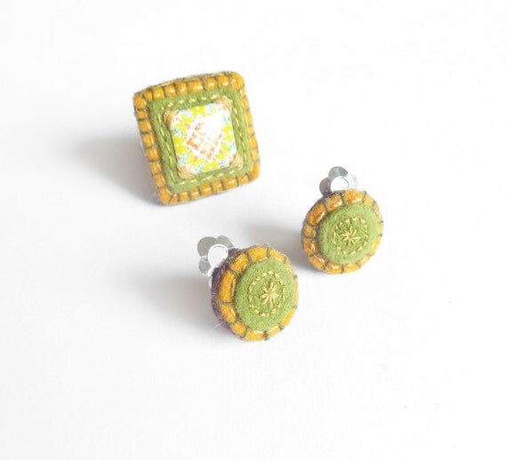 Mini circular earrings & ring in olive green, beige, and brown tones.