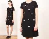 90s daisy dress // vintage // mini // black white graphic  // ditsy floral print // small