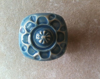 furniture knobs and drawer handles