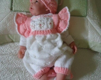 Little princess outfit, with a hat, romper and booties