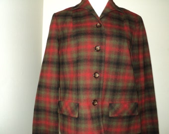 Vintage Pendleton Plaid Coat,  A Timeless Classic Traveller Style Jacket  made of 100% Virgin Wool, Size Medium, in Mint Condition