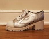 1990 Classified SILVER Lug Sole Platform Heeled Sneakers - size 6