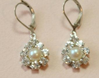 Pearl Bridal Earrings,Bridal Jewelry,Vintage Earrings,Rhinestone Earrings,Silver Post Pearls,Swarovski Crystals,Ivory Peach Pearl