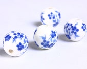 12mm Blue white flower porcelain round bead - 6 pieces (908) - Flat rate shipping