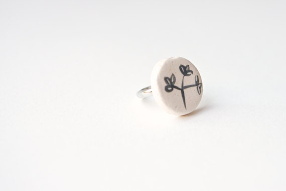 Mod Ceramic Ring- Black and White