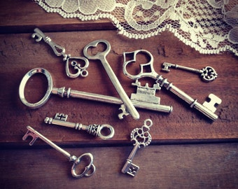 8 Pcs Skeleton Key Charms ANTIQUE SILVER Key Charm Victorian Key Charm Old Fashioned Key Charm Vintage Style Charm Jewelry Supplies (Y)