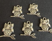 Antique Silver Pewter Owl Charms, 24x21mm - 5 charms