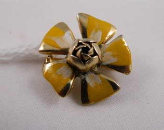 Yellow Flower Pin / Vintage 1970s Flower Brooch / Flower Pin / Small Flower Brooch