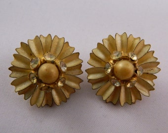 Clip On Earrings /  Gold Flower Clip Earrings / Vintage 1960s Earrings
