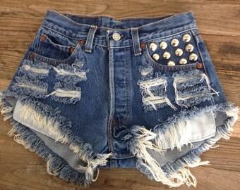 Vintage LEVIS Studded Pocket High Waisted Denim Shorts L