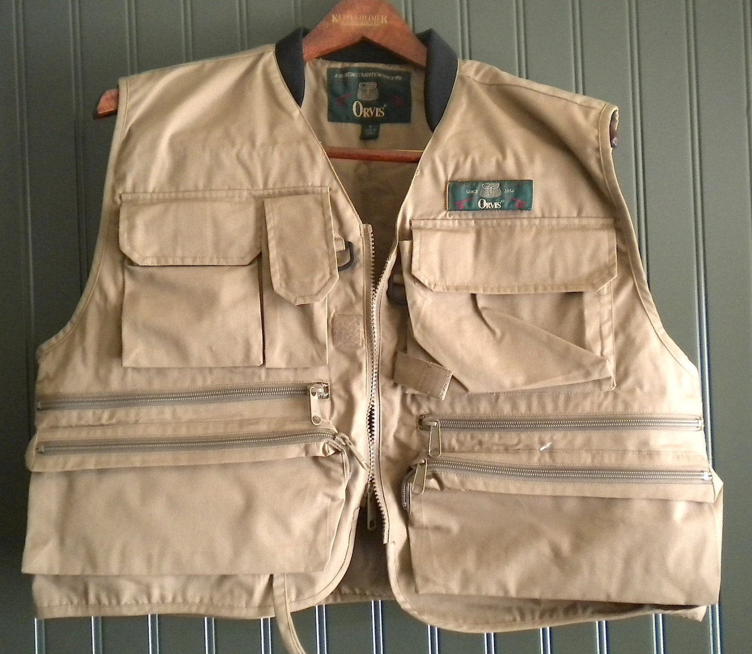 Newer vintage orvis fly fishing vest small unisex youth for Orvis fishing vest