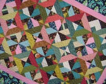 Belles Fleurs (Beautiful Flowers) Baby Lap Quilt Comforter