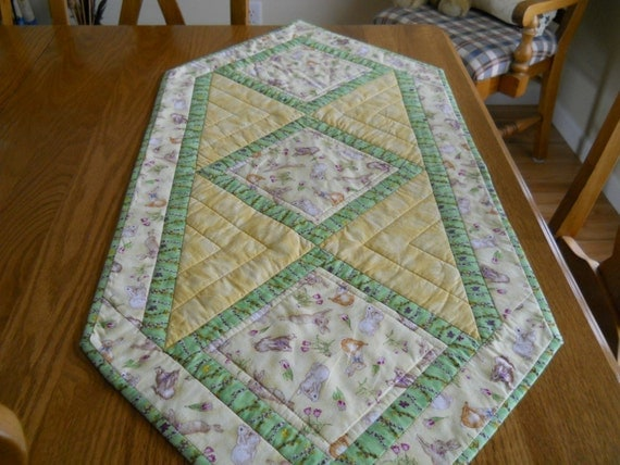 Quilted Table Runner Easter by BattyQuilter on Etsy : il570xN4338100133zj9 from www.etsy.com size 570 x 428 jpeg 78kB