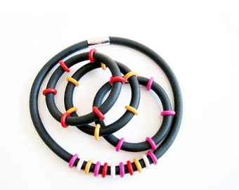 Beaded RUBBER necklace and 3 rubber bracelets with wooden beads. Set Gyselle/Diane