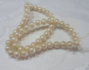 250- Perle de acrylic texturé  8mm   couleur beige crème  1 corde