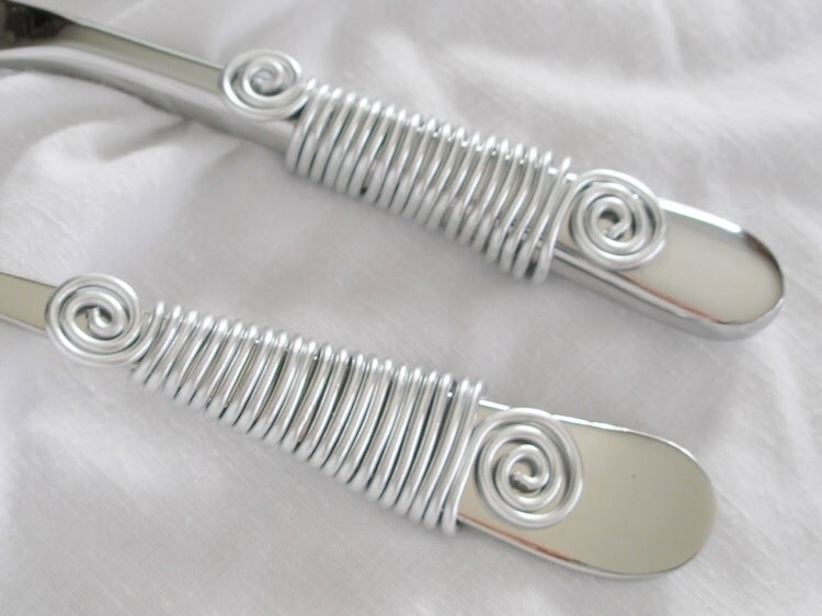 SIMPLY SILVER WIRE Wrapped Cake Serving Set By
