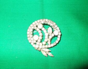 One (1), Vintage Paste Brooch.