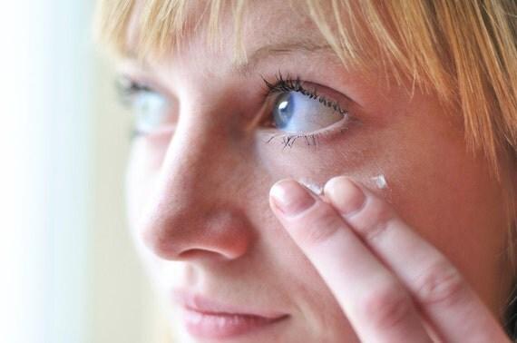 Under Eye Cream - Anti Wrinkle Cream with Calendula Extract and Pseudocollagen