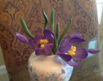 PURPLE CROCUS  / Gum Paste Edible Flowers / Cake Topper / Cake  Decorations