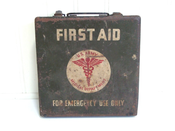 VINTAGE WWII FIRST Aid Kit Green Jeep Box Case Us