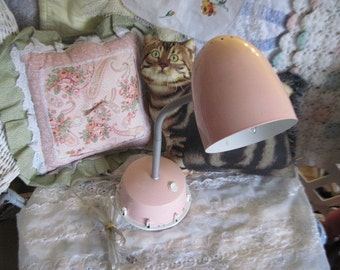 Goose Neck Lamp,Vintage Table Lamp,Pretty Pink Goose Neck Deck or Night Stand Lamp,portable luminaire lamp :)*S