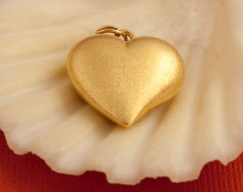 Vintage Heart Pendant In 18 Karat Gold