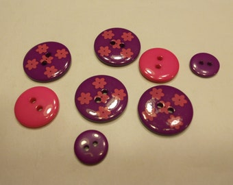 8 purple and pink acrylic buttons, 13-22 mm, (15)