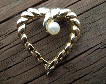 Vintage Heart Brooch, Gold Tone, Faux Pearl, Nice Condition