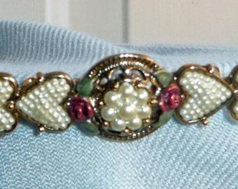 Valentiney brooch faux pearls, hearts, enamel roses