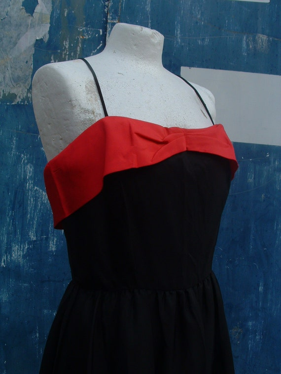 free shipping CHRISTIAN DIOR party dress in tafetta never ware  made in France circa 1960's  size 4