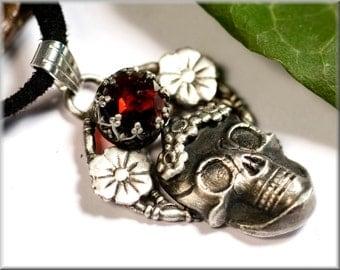 Sugar skull pendant made of 999 fine silver