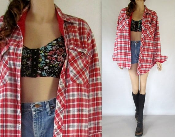Jul 04,  · Reader Approved How to Dress Grunge. Three Methods: Clothing Shoes and Accessories Hair and Makeup Community Q&A The grunge look is a style based around the grunge music scene--it's comfortable, dirty, and heavily steeped in flannel%(1K).