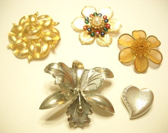 FIVE VINTAGE BROOCHES (5138) Wearable and Pretty