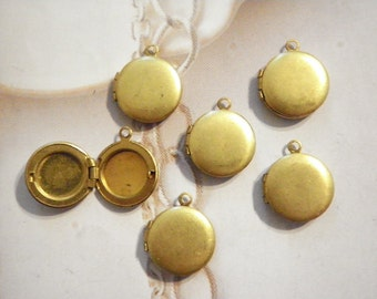 6 Vintage Brass 13mm Round Lockets