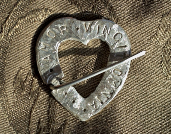 Pewter Heart Annular Brooch with Amor Vincit Omnia on front