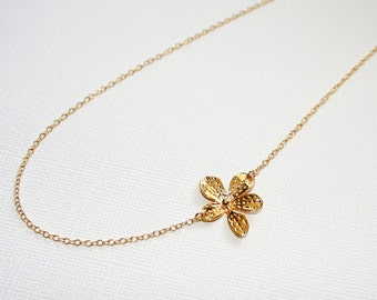 Lily Flower Necklace in Sterling Silver (Yellow Gold Plated)