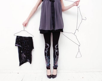 Black leggings with multicolor roe print