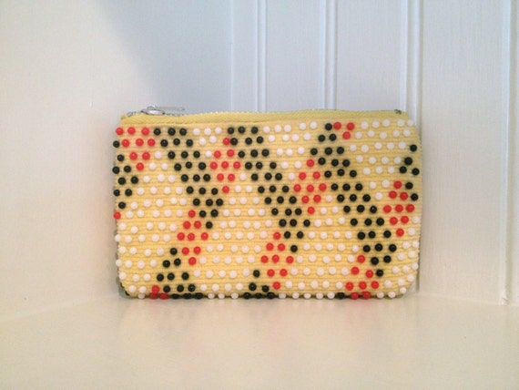 R E T R O.....Yellow, Black, White and Red Beaded Zippered Coin Purse
