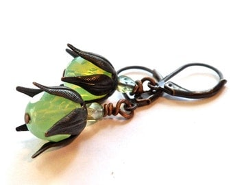 green earrings, green vintage black earrings, green vintage earrings.