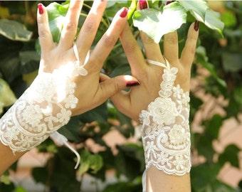 White Wedding, White Laced, Fingerless Gloves, Wedding Gown, Lace Cuffs, Cuff Wedding Accessory,Wedding Fashion Accessory