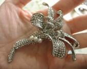 Florist Victorian pearls and rhinestone crystals brooch pin